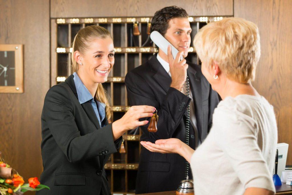 jak pozyskać gości do hotelu cechy recepcji